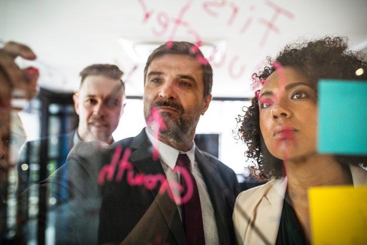 Alta Administraçao tomando decisões sobre o futuro